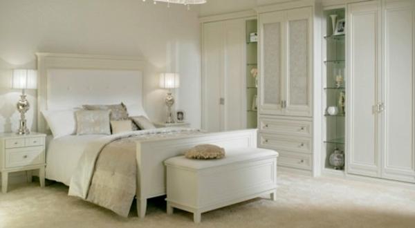 Elegante Schlafzimmermöbel In Weißer Farbe Dekokissen