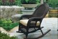 Schaukelstuhl aus Rattan erweckt ein Luxusgefühl!