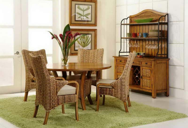 esszimmer-modern-einrichten-rattanstühle- grüner teppich