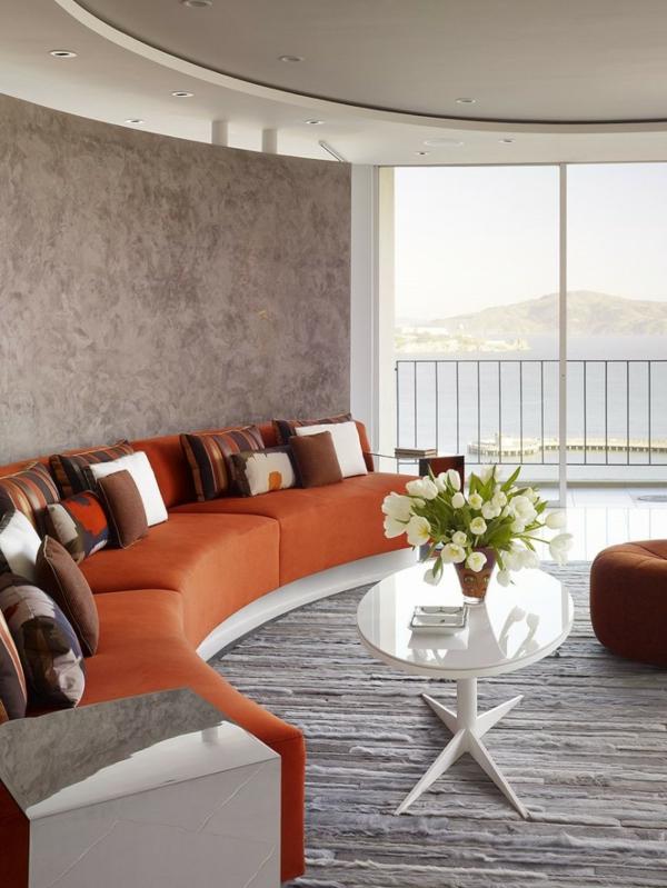 farbe-orange-akzent-mit-sofa