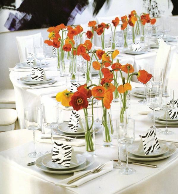 frühlingstisch-mit-blumen-dekorieren-viele kleine blümchen