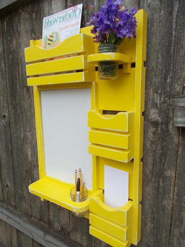 gelbe-farbtöne-regal