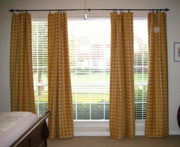 goldenfarbige-schlafzimmer gardinen-orange nuancen und jalousien