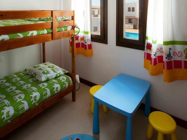 grünes-bett-im-mädchenzimmer- bett auf zwei etagen
