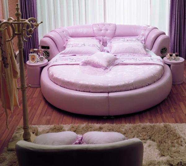 helle-lila-farbe-schönes-bett-modell-vorhänge in lila farben
