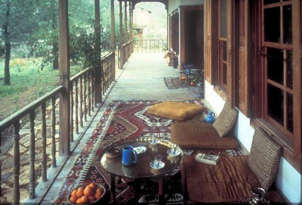 holzboden-terrasse-selber-bauen- türkische ausstattung