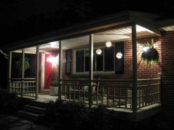 holzterrasse-selbst-bauen- moderne beleuchtung
