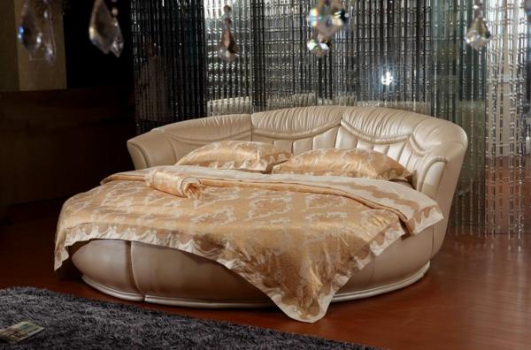 ideen-für-schlafzimmer-runde-betten-goldenfarbige bettbezüge