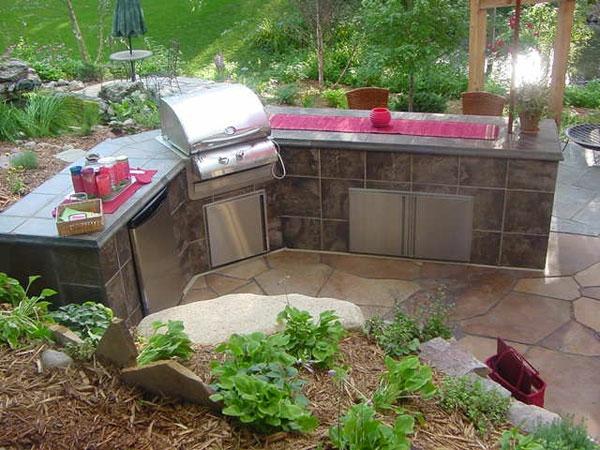 interessant-gestaltete-outdoor-küche-Sehr schön wirkend