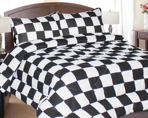 interessante-bettwäsche-in-schwarz-und-weiß-schöne-quadraten