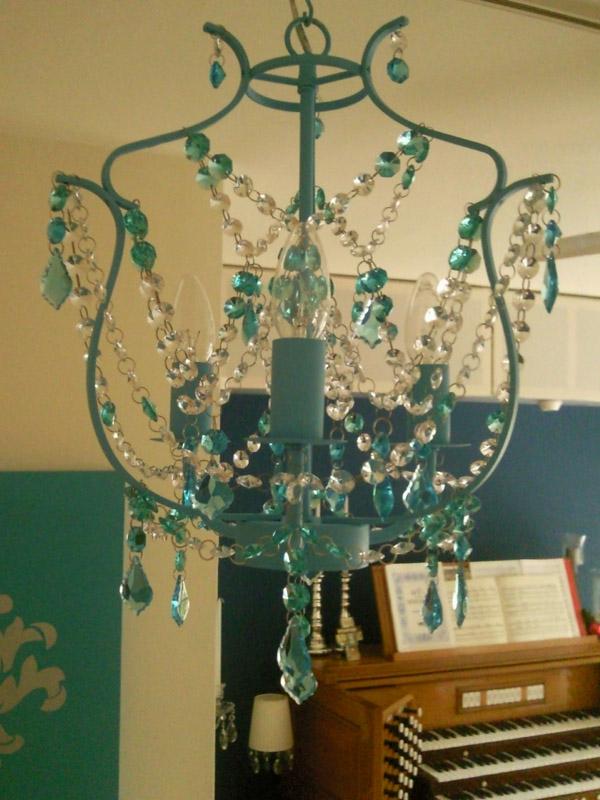 eleganter kronleuchter aus kristall-sehr schöne türkis farbe