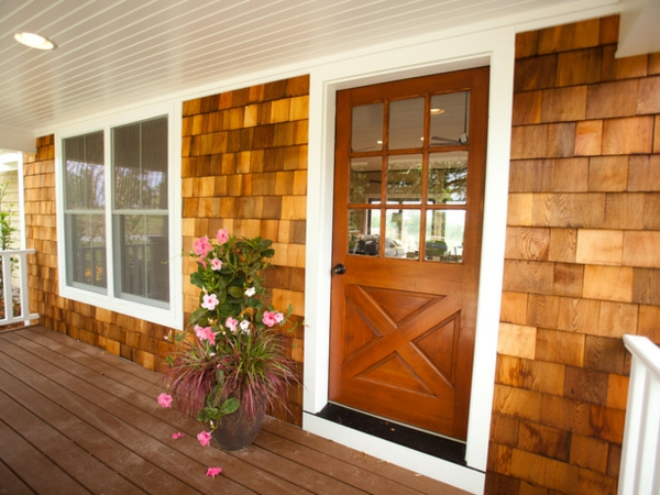 interessante-veranda-selber-bauen- blumen als dekoration