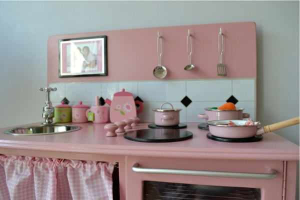 kinderspielküchen-aus-holz-rosa2