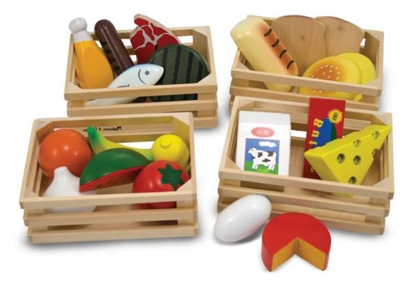 kinderspielküchen-aus-holz-spielfiguren