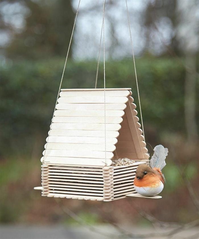 kleiner vogel upcycling ideen vogelhäuschen aus eisstielen basteln inspiration basteln