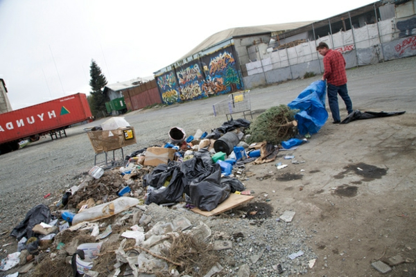 kleines-haus-auf-rädern-bauen-die Abfälle sortieren