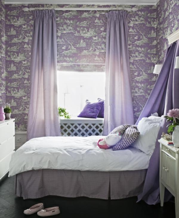 kleines-schlafzimmer-lila-farbe-schöne gardinen