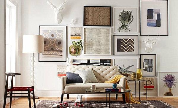 kreative-wohnzimmergestaltung-viele bilder an der weißen wand