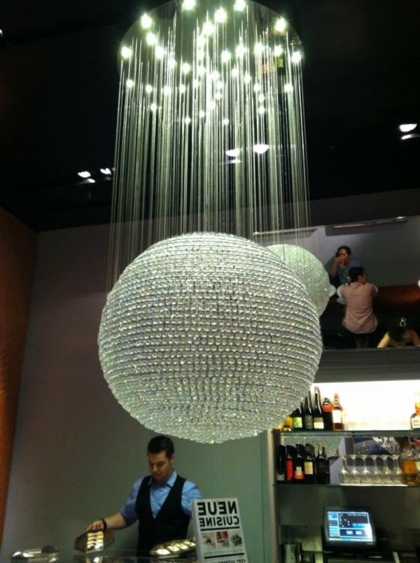 kristallleuchter-in-form-von-einem-kugel-luxuriöses modell
