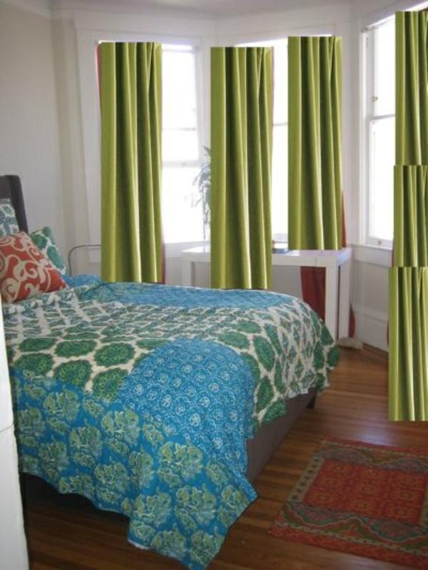 lichtdichte-gardinen-fürs-schlafzimmer-bunte bettwäsche
