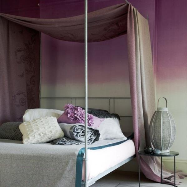 lila-schlafzimmer-elegantes-bettdesign-dekokissen