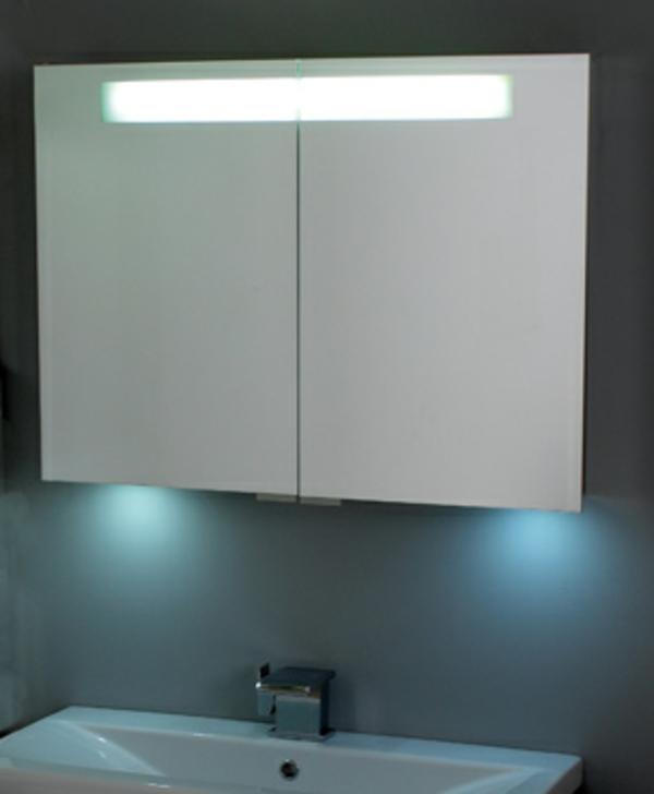 Moderne Fliesen Bad  spiegelschrank badezimmer flach