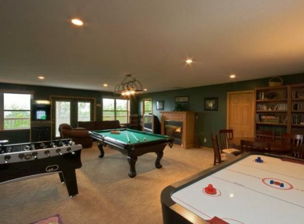 männerzimmer-mit-billiard