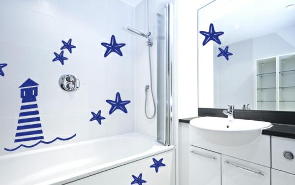 maritime-dekoration-blaue-sterne-an-der-wand- spiegel  und waschbecken