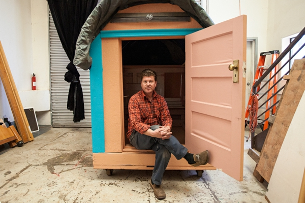 minihaus-bauen-aus-müll- der architekt ist drin