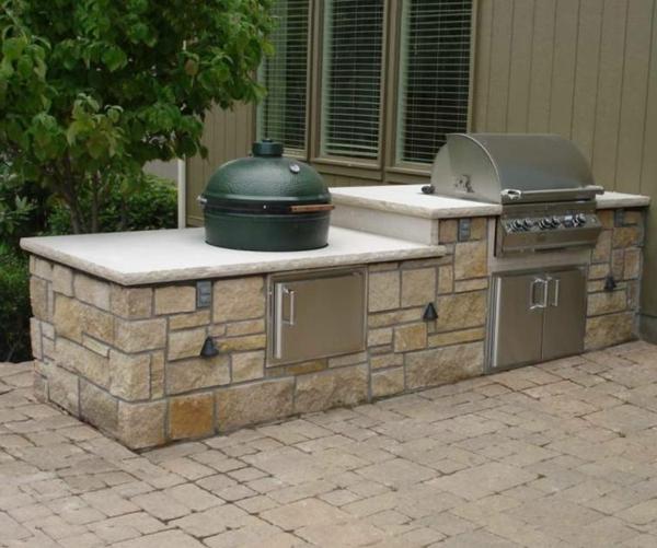 modern-gestaltete-outdoor-küche-Moderner look