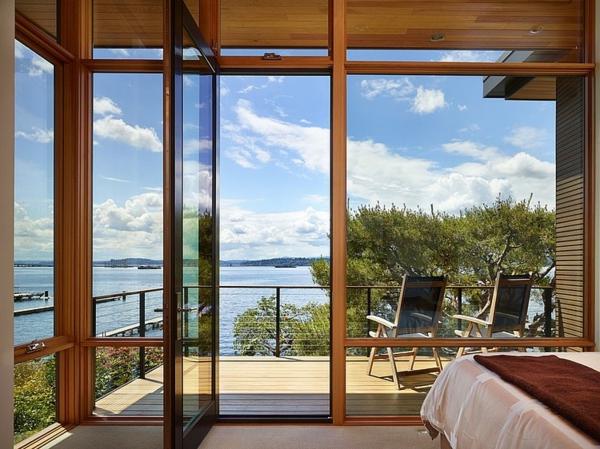 moderne-gestaltung-hölzerne-terrasse - blick aufs meer