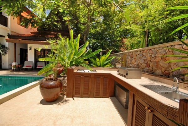 kreativ-gestaltete-outdoor-küche-Moderner look