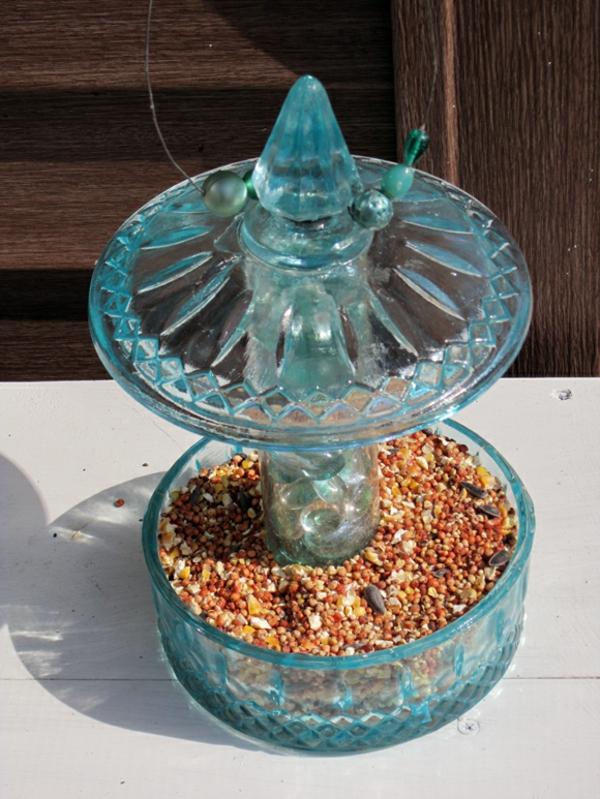 nistkästen-bauen-modern-und-schön- aus glas ausgestattet