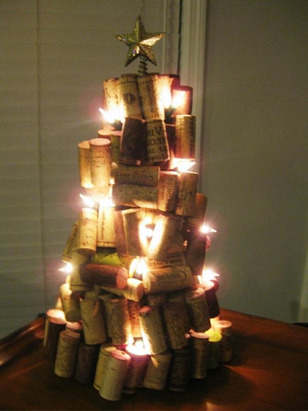 originelle-weihnachtsideen-tannenbaum-korken
