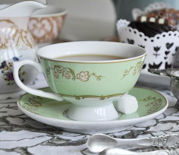 originelle-wunderschöne-vintage-tasse-ein näheres foto nehmen