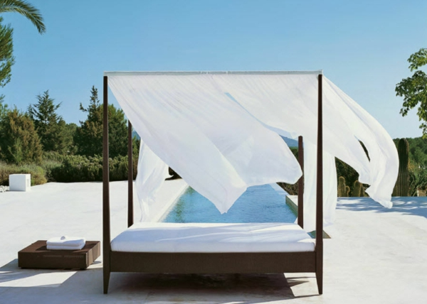 outdoor bett f r eine m rchenhafte atmosph re. Black Bedroom Furniture Sets. Home Design Ideas