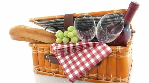 picknick-korb-2-personen-weißer hintergrund