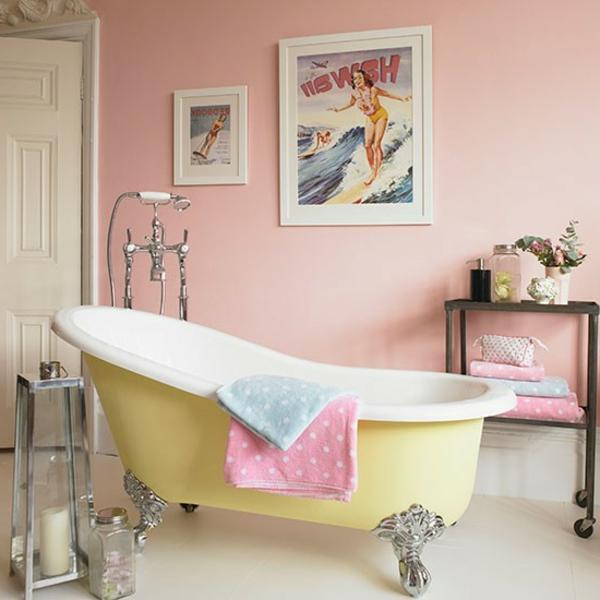 retro-badewanne-in-gelber-farbe- rosige farbe für die wand