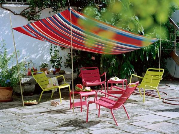 rotes-sonnensegel-für-terrasse