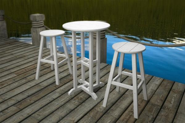 runder-bartisch-und-zwei-stühle- farbe in weiß