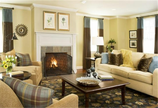 schöne-einrichtungsideen-für-wohnzimmer- zweifarbige gardinen und eine feuerstelle