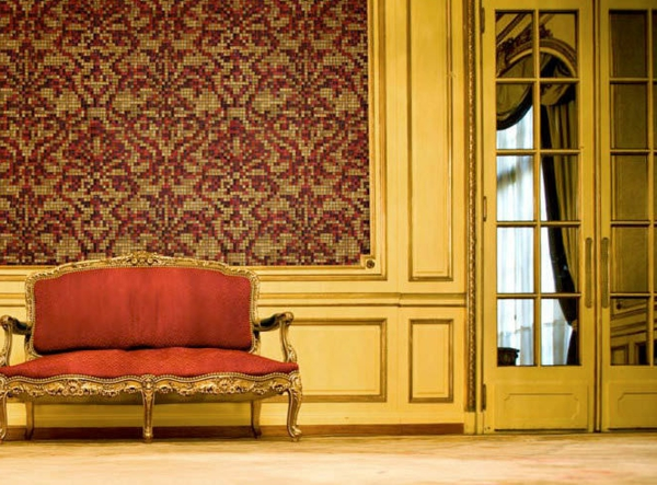 schöne-mosaik-fliesen-sehr hohe decke im zimmer mit aristokratischem look