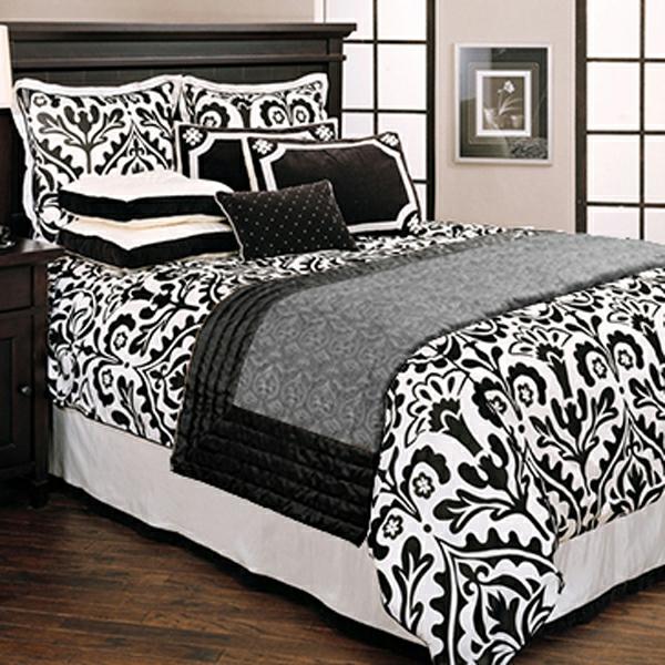 schönes-bett-in-schwarz-und-weiß-super gestaltet