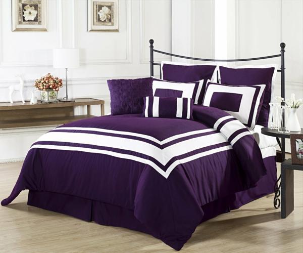schönes-bett-lila-bettwäsche-im-schlafzimmer-wand in weiß