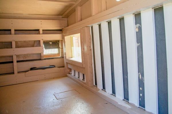 schönes-minihaus-bauen-abfälle-benutzen-groß gestalten