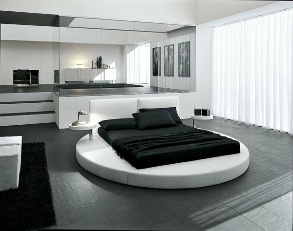 schlafzimmer-in-weiß-und-schwarz-spiegel an der ganzen wand
