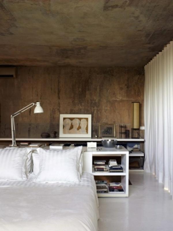schlafzimmer-inspiration-weißes-bett- schönes bild auf weißen regalen