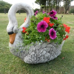 Pflanzgefäße im Garten für eine coole Atmosphäre!