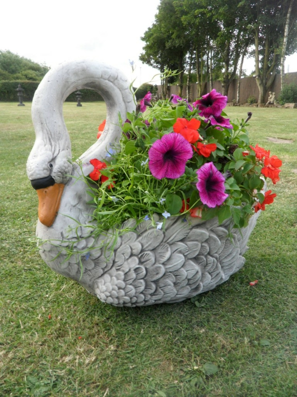 Pflanzgefäße im Garten für eine coole Atmosphäre! - Archzine.net