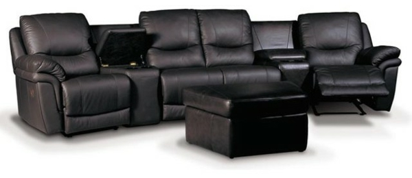schwarze-couch-für-heimkino-hintergund in weiß
